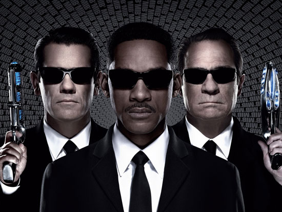 Men In Black 3 awesome action adventure movie all audience free download HD 720p 1080p mediafire not! lol go watch it or rent for $1