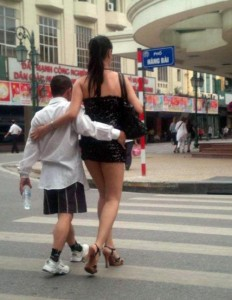 Vietnamese woman vs Vietnamese men reason why Vietnamese wants to leave Vietnamese in search of better men? or in this case Viet Keu from USA visit Vietnam