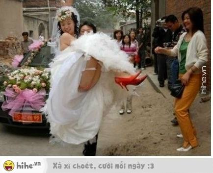 Hopefully your wedding day photos not like this LOL
