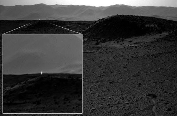 alien civilization found on Mars photo captured light lid up from far away April 2014