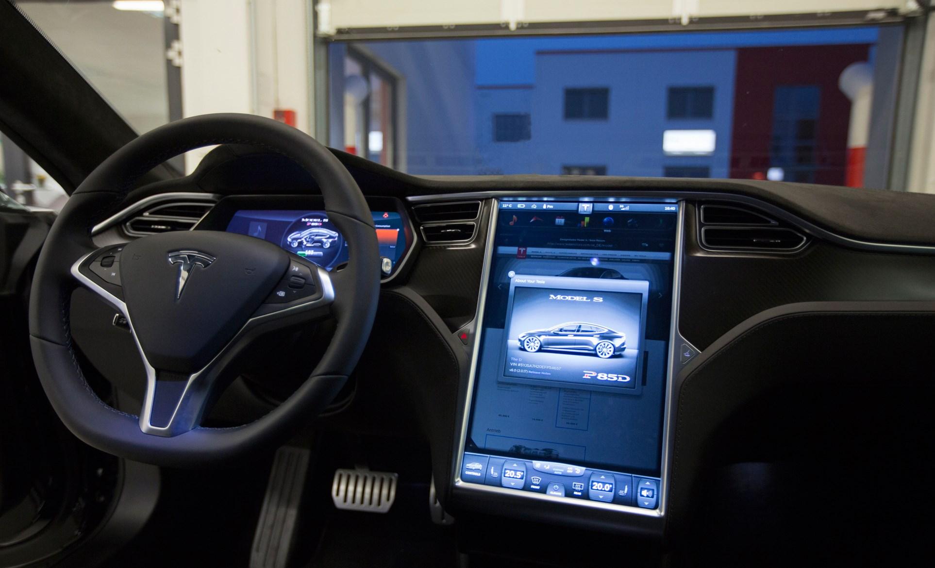 Tesla Insane Mode acceleration crash